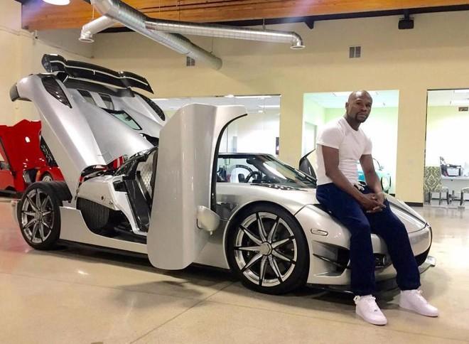 Mayweather khoe 6 siêu xe Rolls-Royce màu trắng trị giá hơn 62 tỷ đồng - Ảnh 3.