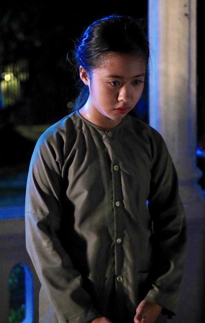 """Gặp bé Hai Thơ trong """"Mẹ chồng"""": Cô người hầu nguy hiểm nhất màn ảnh Việt - Ảnh 2."""