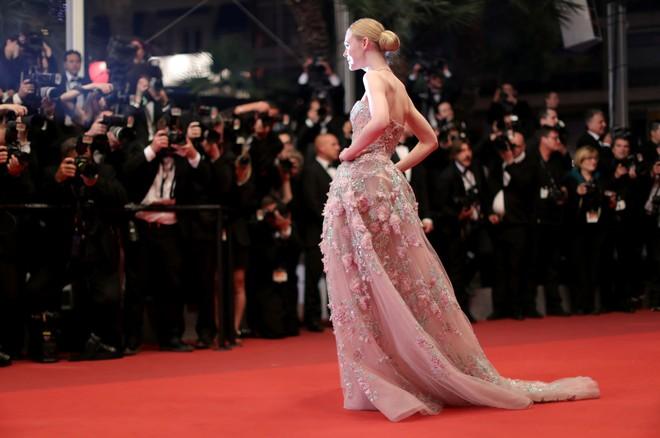 Tiên nữ giáng trần là câu miêu tả chính xác Elle Fanning tại LHP Cannes các năm! - Ảnh 10.