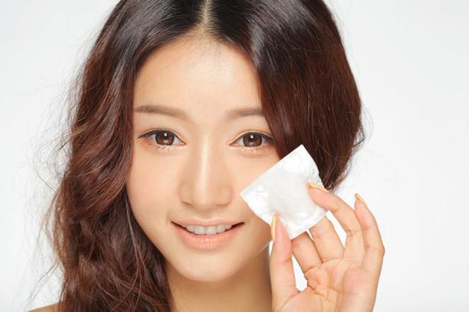Những thói quen giúp hạn chế tình trạng da bóng nhẫy dầu trên khuôn mặt - Ảnh 1.