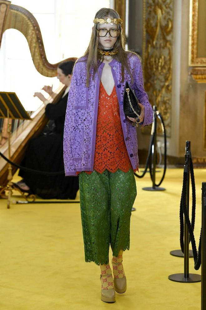 Dự show Gucci, Sooyoung (SNSD) không bị lọt thỏm giữa dàn sao quốc tế nhờ mặc sexy - Ảnh 14.
