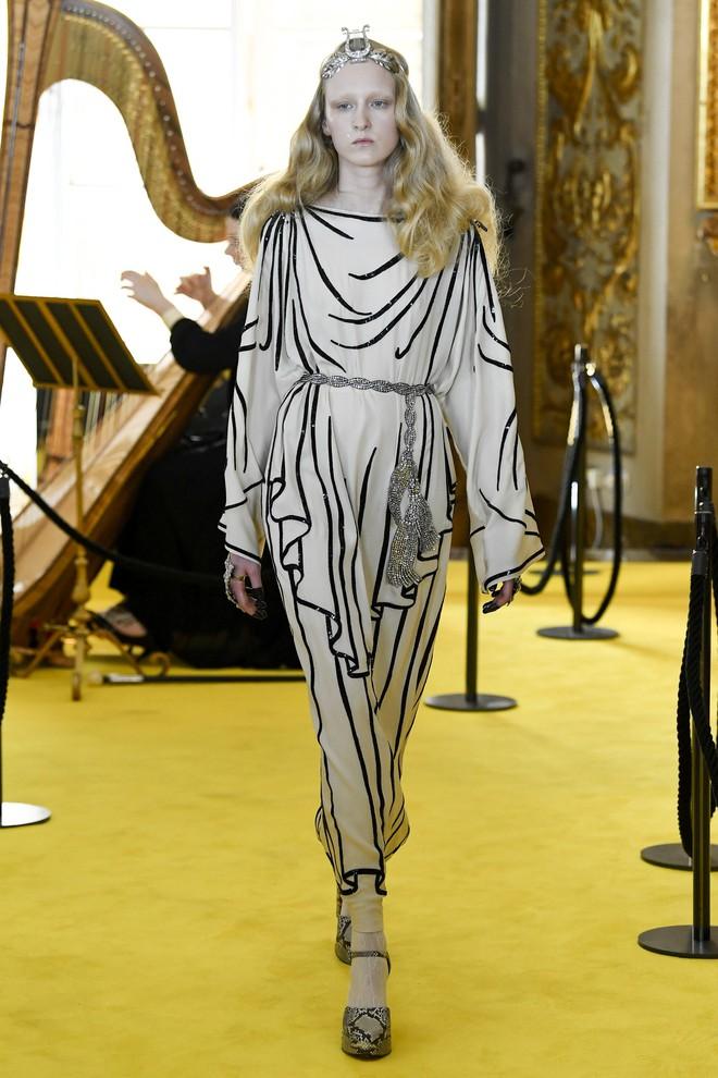 Dự show Gucci, Sooyoung (SNSD) không bị lọt thỏm giữa dàn sao quốc tế nhờ mặc sexy - Ảnh 15.