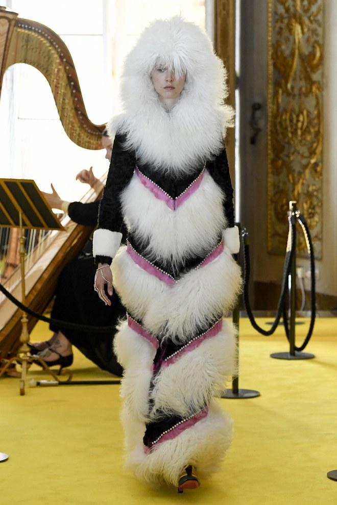 Dự show Gucci, Sooyoung (SNSD) không bị lọt thỏm giữa dàn sao quốc tế nhờ mặc sexy - Ảnh 20.