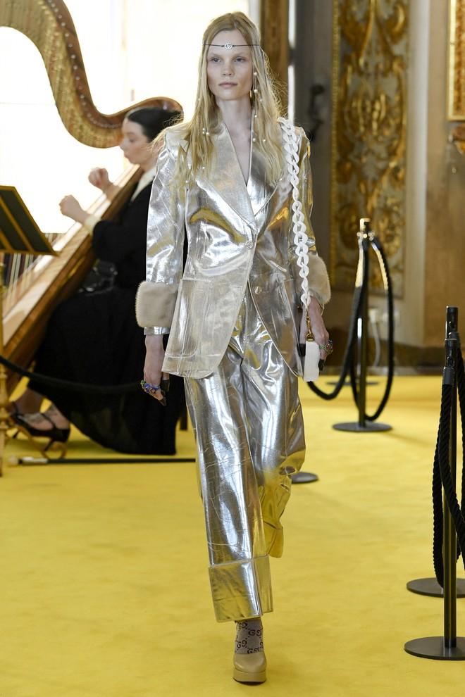 Dự show Gucci, Sooyoung (SNSD) không bị lọt thỏm giữa dàn sao quốc tế nhờ mặc sexy - Ảnh 21.