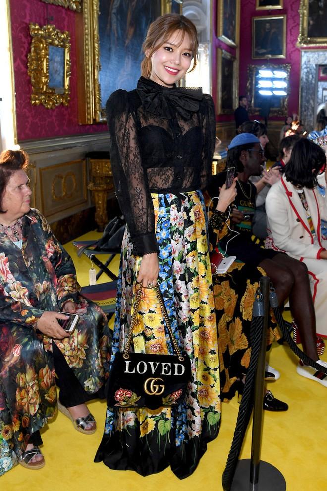 Dự show Gucci, Sooyoung (SNSD) không bị lọt thỏm giữa dàn sao quốc tế nhờ mặc sexy - Ảnh 2.