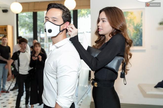 Sau hình ảnh hôn má, Hà Hồ - Kim Lý công khai tình bể bình giữa chốn đông người - Ảnh 8.