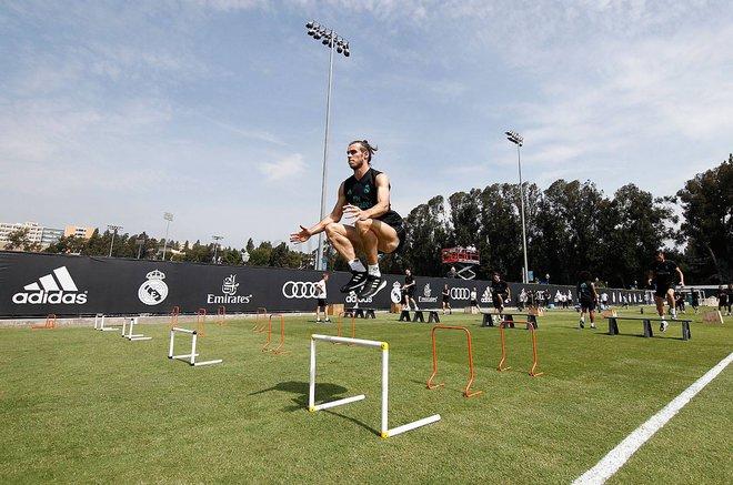 Gareth Bale khoe cơ bắp siêu khủng trong buổi tập trên đất Mỹ - Ảnh 4.