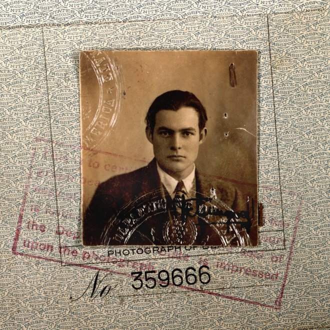 """Người trong bức ảnh hộ chiếu """"đẹp lịm tim"""" này là nhà văn nổi tiếng nhưng lại có kết thúc quá khủng khiếp - ảnh 1"""