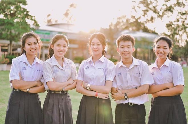 Chỉ cần diện đồng phục học sinh thôi, cô bạn Thái Lan sinh 2000 đã xinh hết phần người ta! - Ảnh 7.