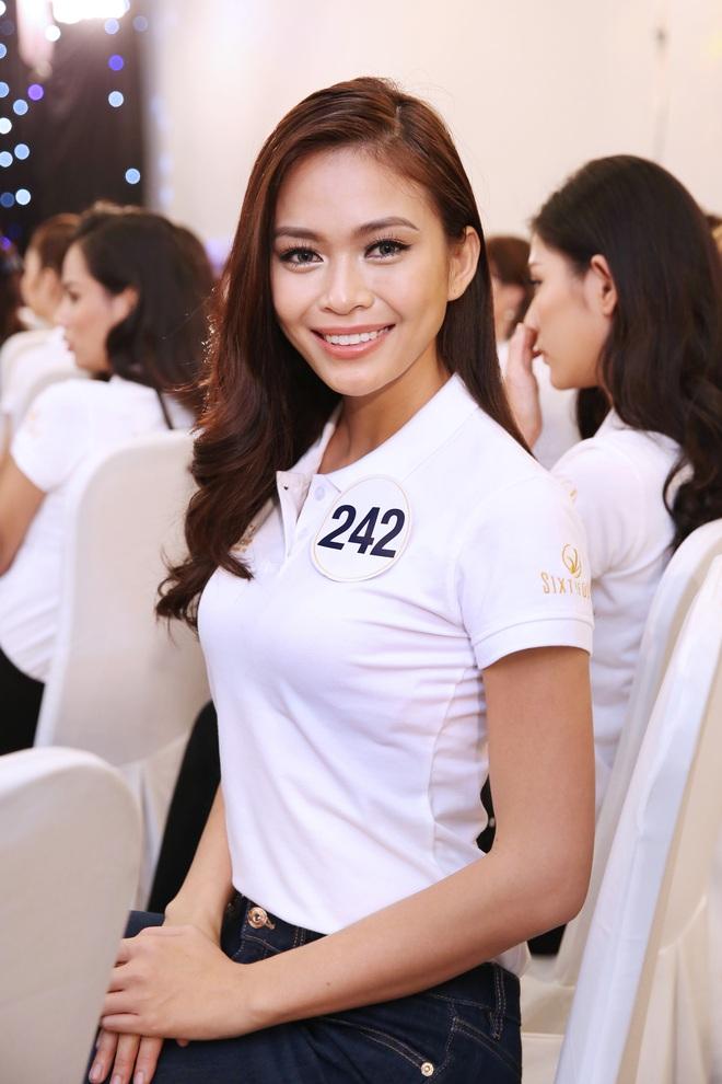 Thí sinh Hoa hậu Hoàn vũ VN khoe vẻ đẹp thuần khiết trong đồng phục trắng - Ảnh 4.