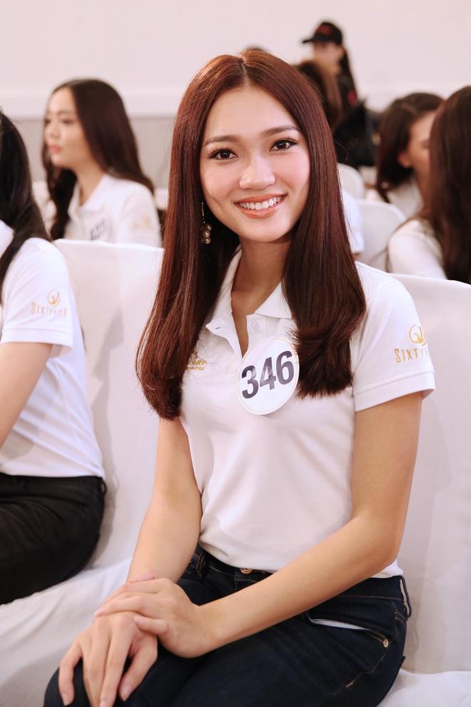 Thí sinh Hoa hậu Hoàn vũ VN khoe vẻ đẹp thuần khiết trong đồng phục trắng - Ảnh 6.