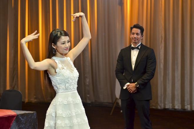 Thí sinh Hoa hậu Hoàn vũ VN khoe vẻ đẹp thuần khiết trong đồng phục trắng - Ảnh 13.