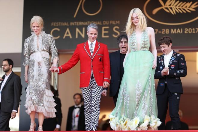 Thảm đỏ Cannes ngày 5 bỗng xuất hiện một nàng tiên hoa xinh đẹp đến nao lòng! - Ảnh 9.