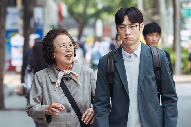 I Can Speak: Ngỡ phim trong nhà ngoài phố, không ngờ là một bài diễn văn chính trị xứ Hàn! - Ảnh 2.
