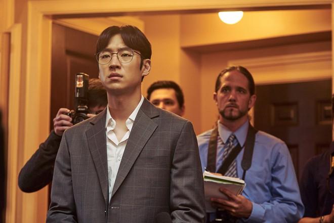 I Can Speak: Ngỡ phim trong nhà ngoài phố, không ngờ là một bài diễn văn chính trị xứ Hàn! - Ảnh 8.
