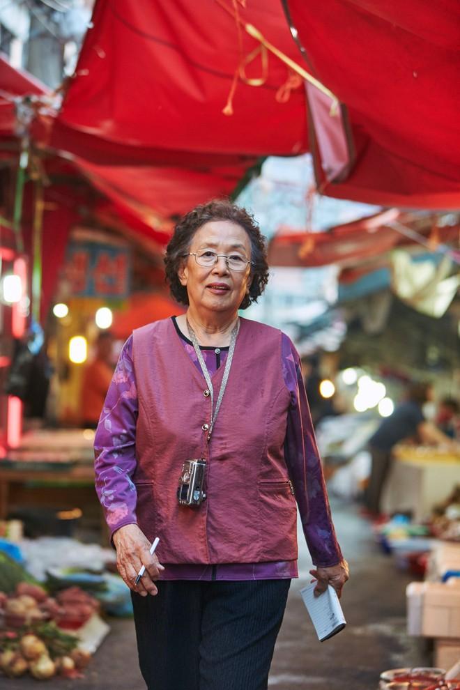 I Can Speak: Ngỡ phim trong nhà ngoài phố, không ngờ là một bài diễn văn chính trị xứ Hàn! - Ảnh 7.