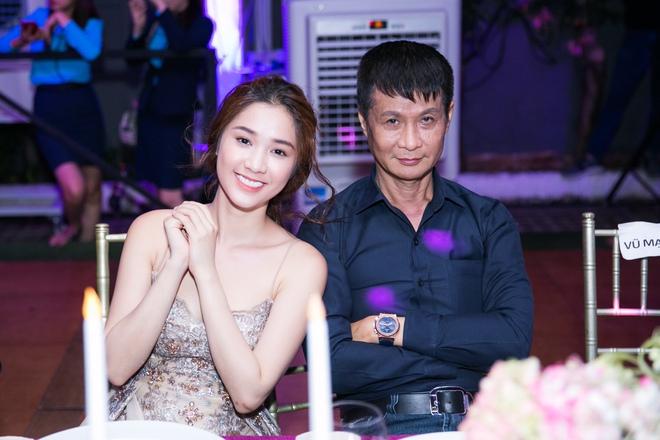 Ngọc Trinh ngọt ngào, Quỳnh Thư bốc lửa hội ngộ dàn sao tại tiệc VIP - Ảnh 9.