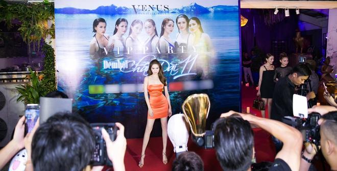 Ngọc Trinh ngọt ngào, Quỳnh Thư bốc lửa hội ngộ dàn sao tại tiệc VIP - Ảnh 1.