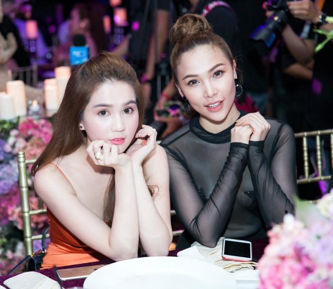 Ngọc Trinh ngọt ngào, Quỳnh Thư bốc lửa hội ngộ dàn sao tại tiệc VIP - Ảnh 5.