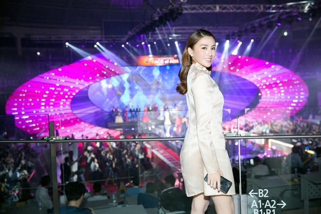 Lê Hà kín đáo bất ngờ, Quỳnh Thư gợi cảm khoe sắc tại Hàn Quốc - Ảnh 3.