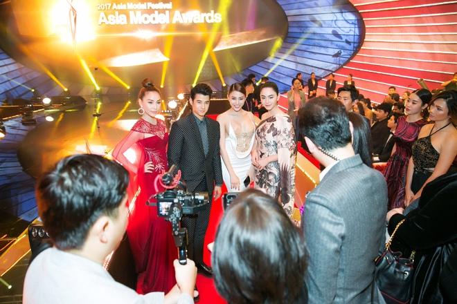 Lê Hà, Quỳnh Thư lộng lẫy hội ngộ Mario Maurer và Mai Davika trong sự kiện tại Hàn - Ảnh 6.