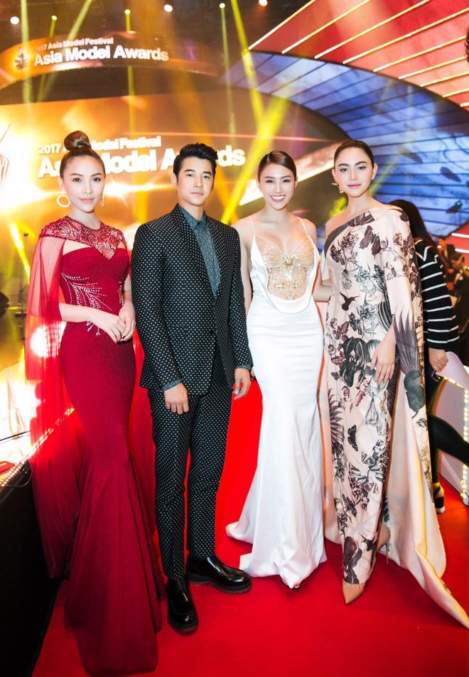 Lê Hà, Quỳnh Thư lộng lẫy hội ngộ Mario Maurer và Mai Davika trong sự kiện tại Hàn - Ảnh 7.