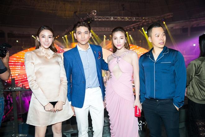 Lê Hà kín đáo bất ngờ, Quỳnh Thư gợi cảm khoe sắc tại Hàn Quốc - Ảnh 8.