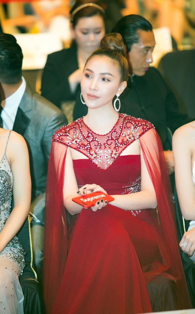 Lê Hà, Quỳnh Thư lộng lẫy hội ngộ Mario Maurer và Mai Davika trong sự kiện tại Hàn - Ảnh 9.
