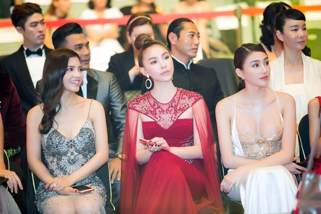 Lê Hà, Quỳnh Thư lộng lẫy hội ngộ Mario Maurer và Mai Davika trong sự kiện tại Hàn - Ảnh 11.