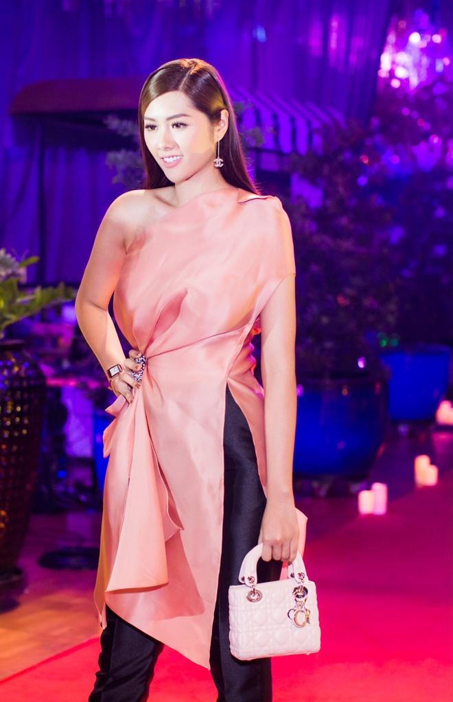 Ngọc Trinh ngọt ngào, Quỳnh Thư bốc lửa hội ngộ dàn sao tại tiệc VIP - Ảnh 11.