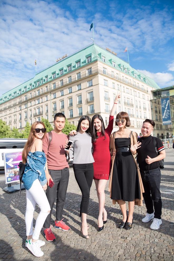 Ngọc Trinh và dàn chân dài hào hứng thăm Berlin bằng siêu xe - Ảnh 12.