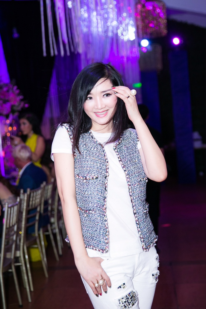Ngọc Trinh ngọt ngào, Quỳnh Thư bốc lửa hội ngộ dàn sao tại tiệc VIP - Ảnh 20.