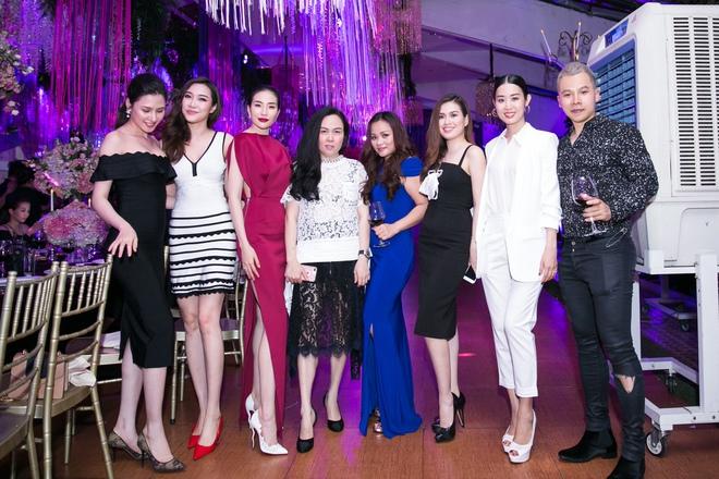 Ngọc Trinh ngọt ngào, Quỳnh Thư bốc lửa hội ngộ dàn sao tại tiệc VIP - Ảnh 21.