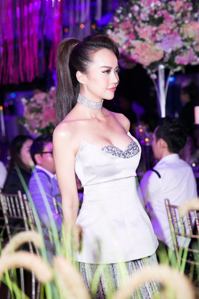 Ngọc Trinh ngọt ngào, Quỳnh Thư bốc lửa hội ngộ dàn sao tại tiệc VIP - Ảnh 15.