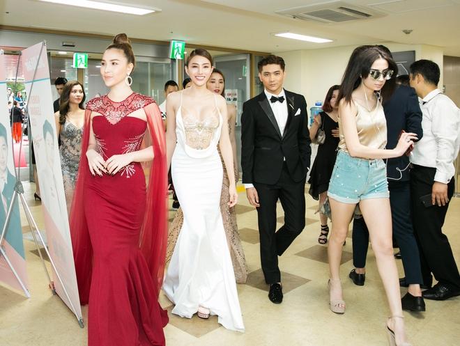 Lê Hà, Quỳnh Thư lộng lẫy hội ngộ Mario Maurer và Mai Davika trong sự kiện tại Hàn - Ảnh 2.