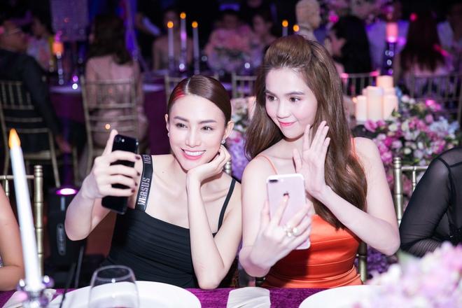 Ngọc Trinh ngọt ngào, Quỳnh Thư bốc lửa hội ngộ dàn sao tại tiệc VIP - Ảnh 6.