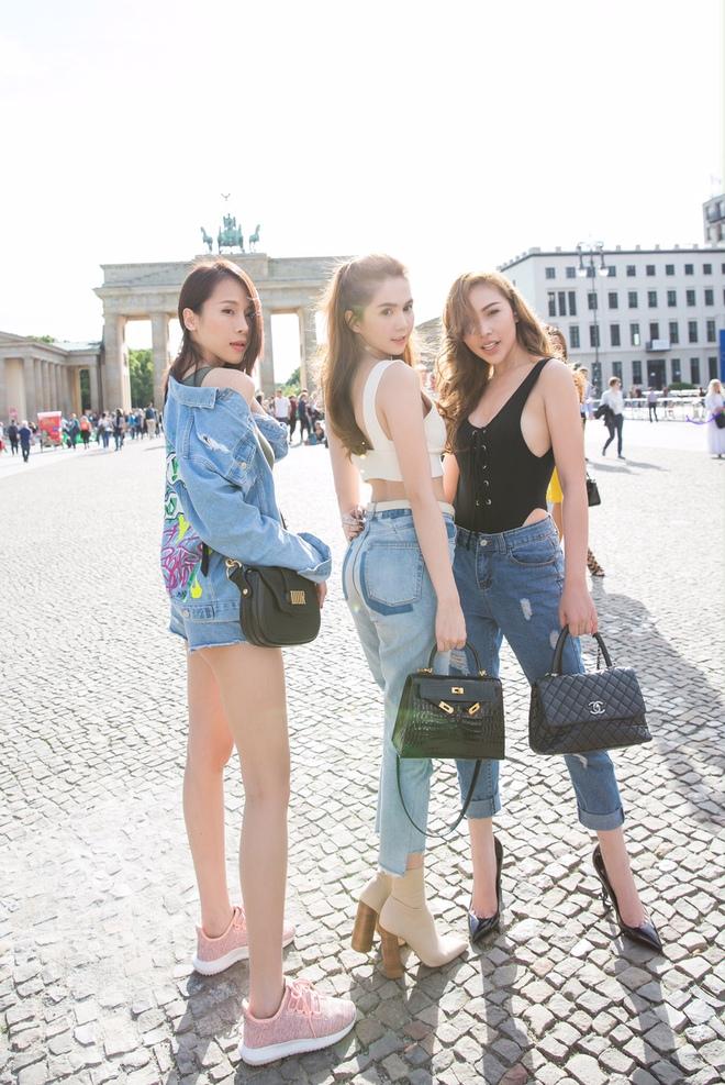 Ngọc Trinh và dàn chân dài hào hứng thăm Berlin bằng siêu xe - Ảnh 3.