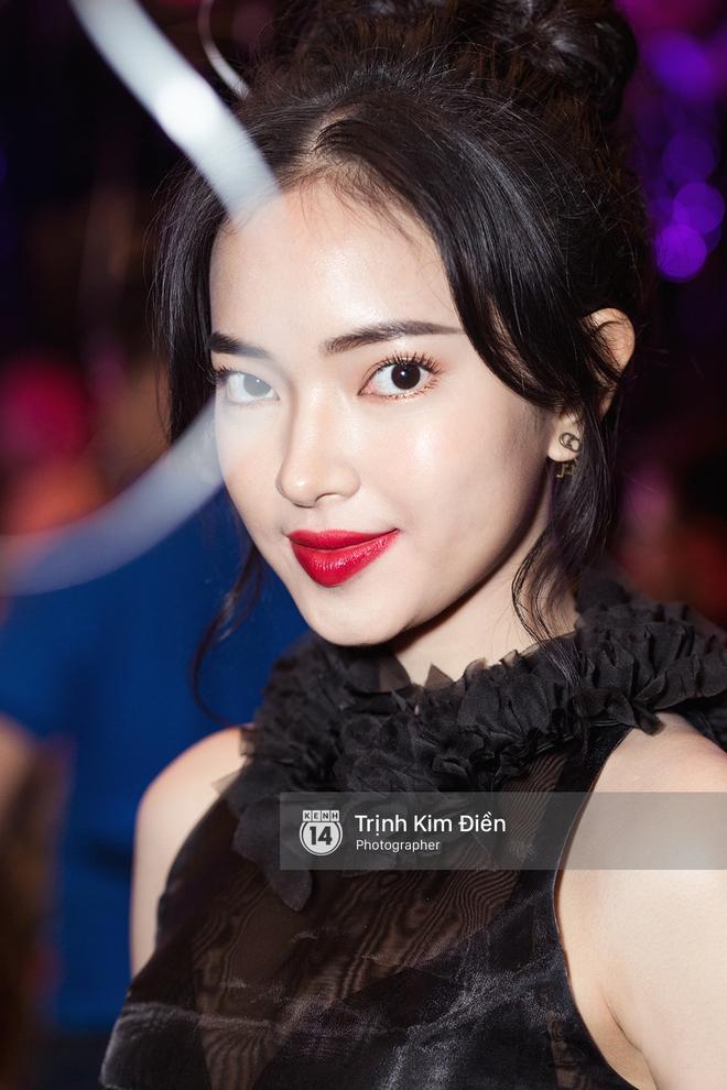 Hội ngộ tại sự kiện làm đẹp, Châu Bùi trung thành với son đỏ trong khi các beauty blogger Việt diện đủ màu son thời thượng - Ảnh 1.
