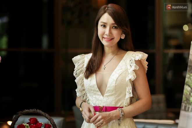 Họp báo tại Việt Nam: Helen Thanh Đào kể về cuộc sống cùng cực tại Đài Loan sau khi ly dị chồng già - Ảnh 1.