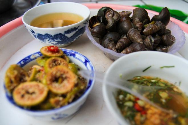 Quán ốc đặc biệt ở Hà Nội: Suốt 20 năm chủ và nhân viên không nói với khách một lời - Ảnh 6.