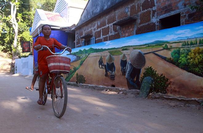 Nhờ những bức tranh bích họa 3D phát sáng, làng chài nghèo được khoác lên mình diện mạo mới - Ảnh 5.