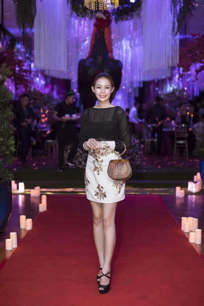 Ngọc Trinh ngọt ngào, Quỳnh Thư bốc lửa hội ngộ dàn sao tại tiệc VIP - Ảnh 12.