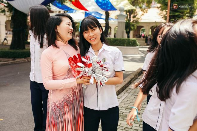 Teen chuyên Lê Hồng Phong (TP.HCM) và màn nhảy flashmob tập thể đầy cảm xúc trong lễ bế giảng - Ảnh 4.