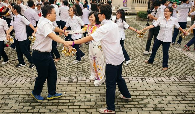 Teen chuyên Lê Hồng Phong (TP.HCM) và màn nhảy flashmob tập thể đầy cảm xúc trong lễ bế giảng - Ảnh 5.