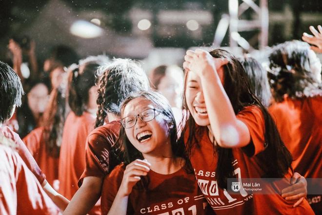 Những cái ôm trong mưa của teen Ams trong đêm hội chia tay đầy cảm xúc - Ảnh 6.