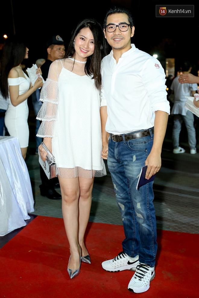 Kiều Minh Tuấn và Cát Phượng tay trong tay đến xem phim của Johnny Trí Nguyễn - Ảnh 16.