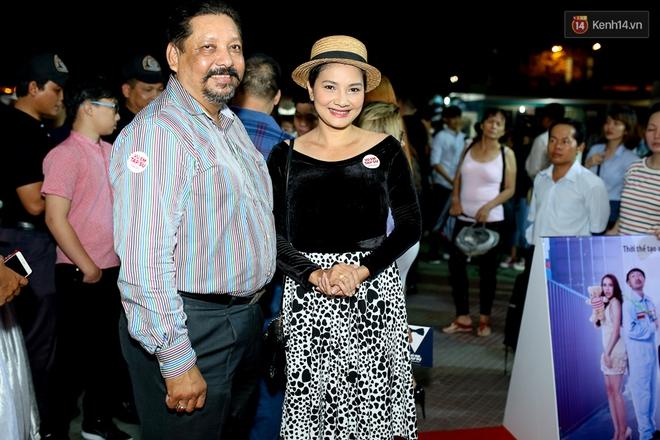 Kiều Minh Tuấn và Cát Phượng tay trong tay đến xem phim của Johnny Trí Nguyễn - Ảnh 19.