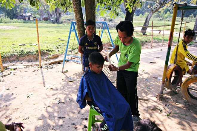 Chàng trai đạp xe xuyên Việt để cắt tóc miễn phí cho người nghèo trong suốt 1 năm - Ảnh 4.