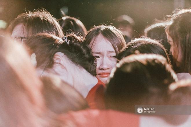 Những cái ôm trong mưa của teen Ams trong đêm hội chia tay đầy cảm xúc - ảnh 19