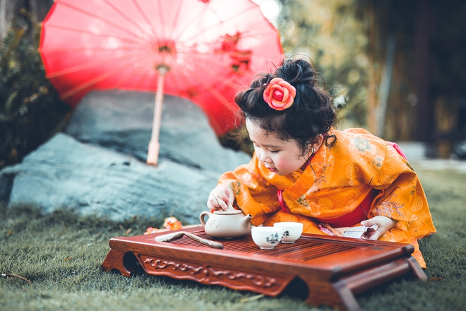 Tan chảy trước độ dễ thương của cô bé Việt 2 tuổi má phính diện Kimono, tóc tơ cài hoa - Ảnh 6.